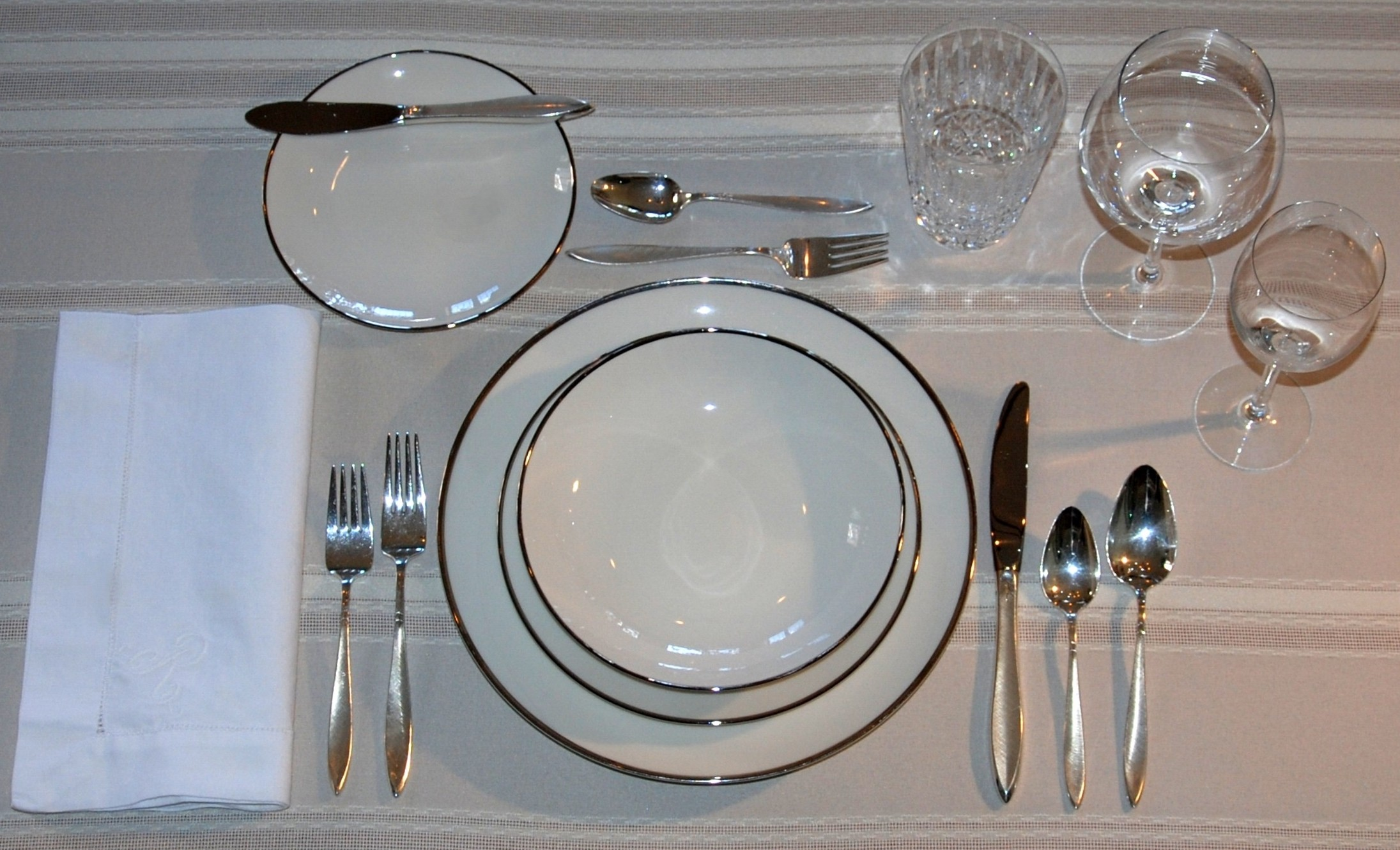 Which bread plate is mine tom reeder 39 s blog for Table place setting
